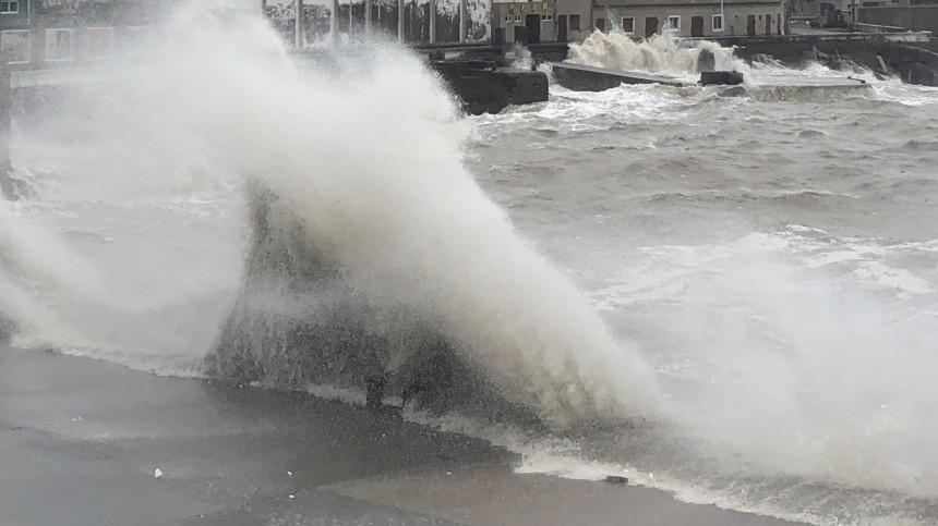 Тайфун обрушил мощные дожди наДальний Восток— видео