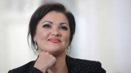 «ВКолизей!»— Анна Нетребко прогулялась поРиму ссемьей Дмитрия Хворостовского