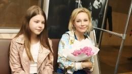 Младшая дочь Табакова иЗудиной впервые приехала вПетербург— фото накрыше