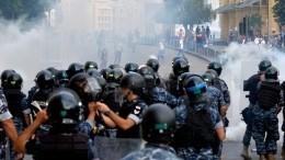 ВБейруте протестующие захватывают правительственные здания, число пострадавших растет