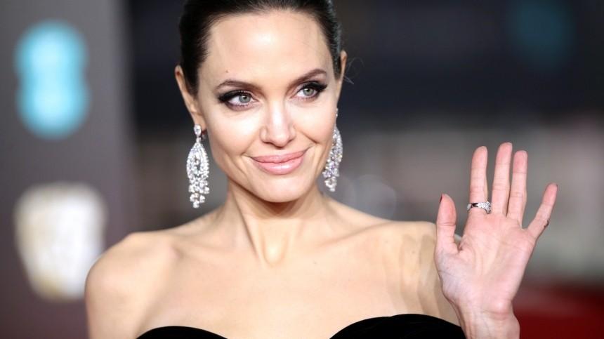 Насмену Брэду Питту: Анджелину Джоли заподозрили вновом романе