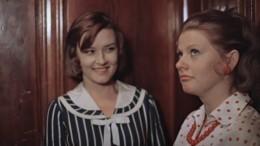 Ковер, хрусталь истенка: Как выглядели квартиры всоветских фильмах?