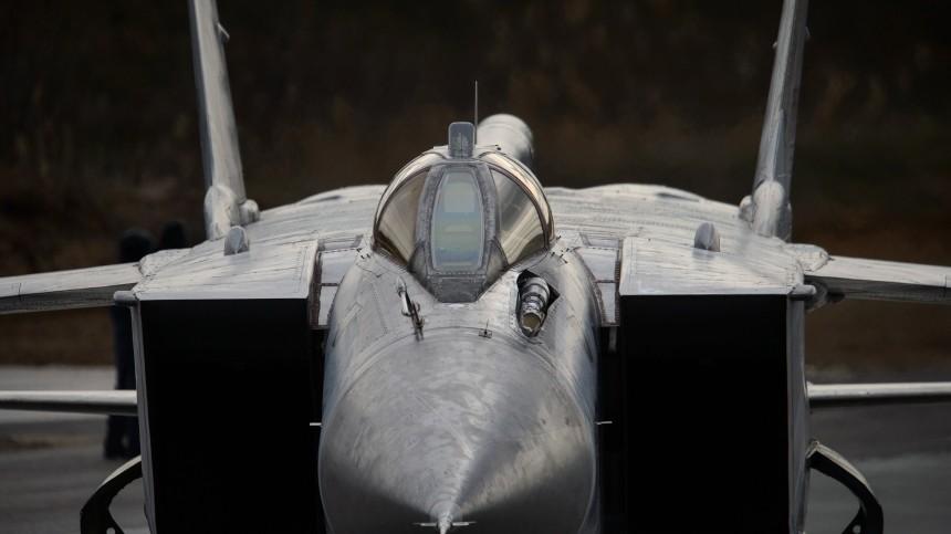 Истребитель МиГ-31 соторванным колесом шасси успешно приземлился вПермском крае