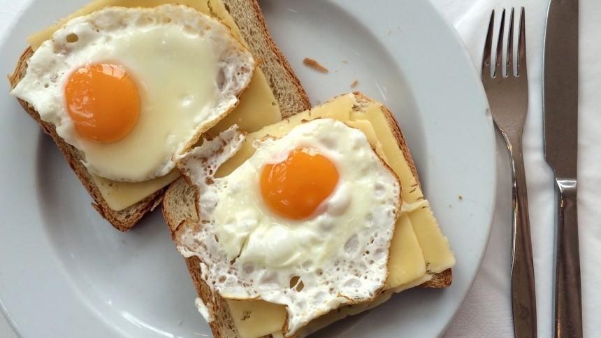 Названы самые полезные варианты завтрака
