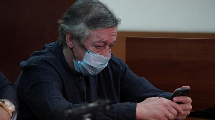 Адвокат Ефремова заявил опереносе заседания суда после недомогания актера