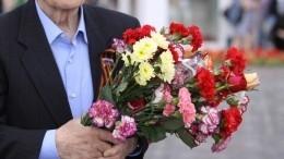 Сотрудники Росгвардии персональным парадом поздравили 100-летнего ветерана