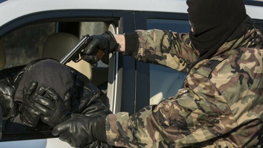 Легковой автомобиль ссемьей обстреляли вИнгушетии