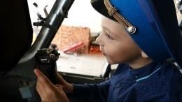 Видео: Летчики Росгвардии исполнили мечту мальчика сдиагнозом ДЦП