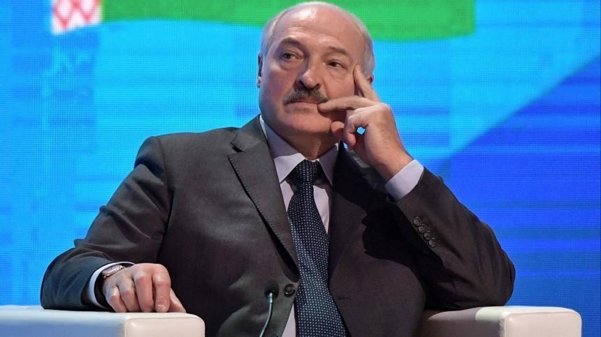 Лукашенко заявил оготовности России обеспечить безопасность Белоруссии попервой просьбе