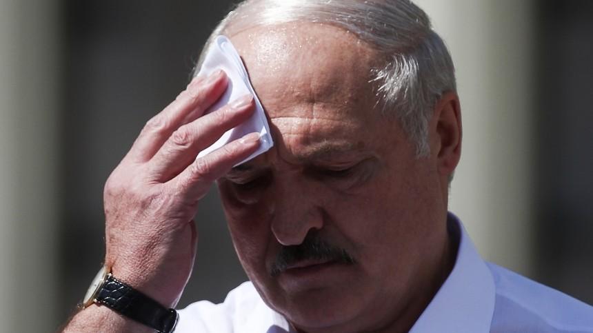 «Стою перед вами наколенях»: Лукашенко обратился ксобравшимся намитинге