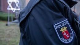 Вооруженный ножом мужчина ранил полицейского вИерусалиме— видео