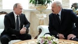 Путин сообщил Лукашенко оразговоре сМеркель иМакроном
