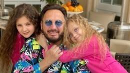 Стас Михайлов отметил день рождения дочери нароскошной яхте
