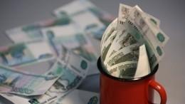 Средняя зарплата вПетербурге составила более 65 тысяч рублей