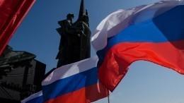 Видео: как праздновали День государственного флага РФвМоскве иСанкт-Петербурге