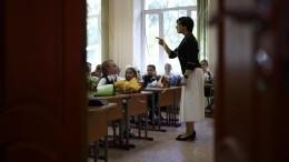 Традиционные линейки вмосковских школах проведут только для первоклассников