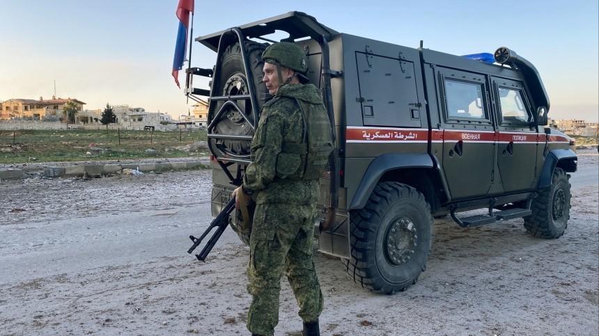 Военный патруль РФподвергся нападению натрассе М-4 вСирии