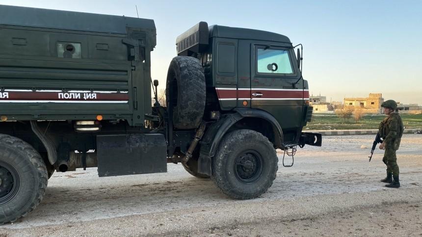 Двое военных пострадали при обстреле российской колонны вСирии