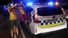 Фанаты «Барселоны» потребовали неотпускать Месси изкоманды