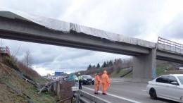 Очевидцы сообщили очастичном обрушении моста вПетербурге