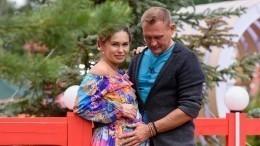 Звезда «Дома-2» Степан Меньшиков показал фото сноворожденной малышкой