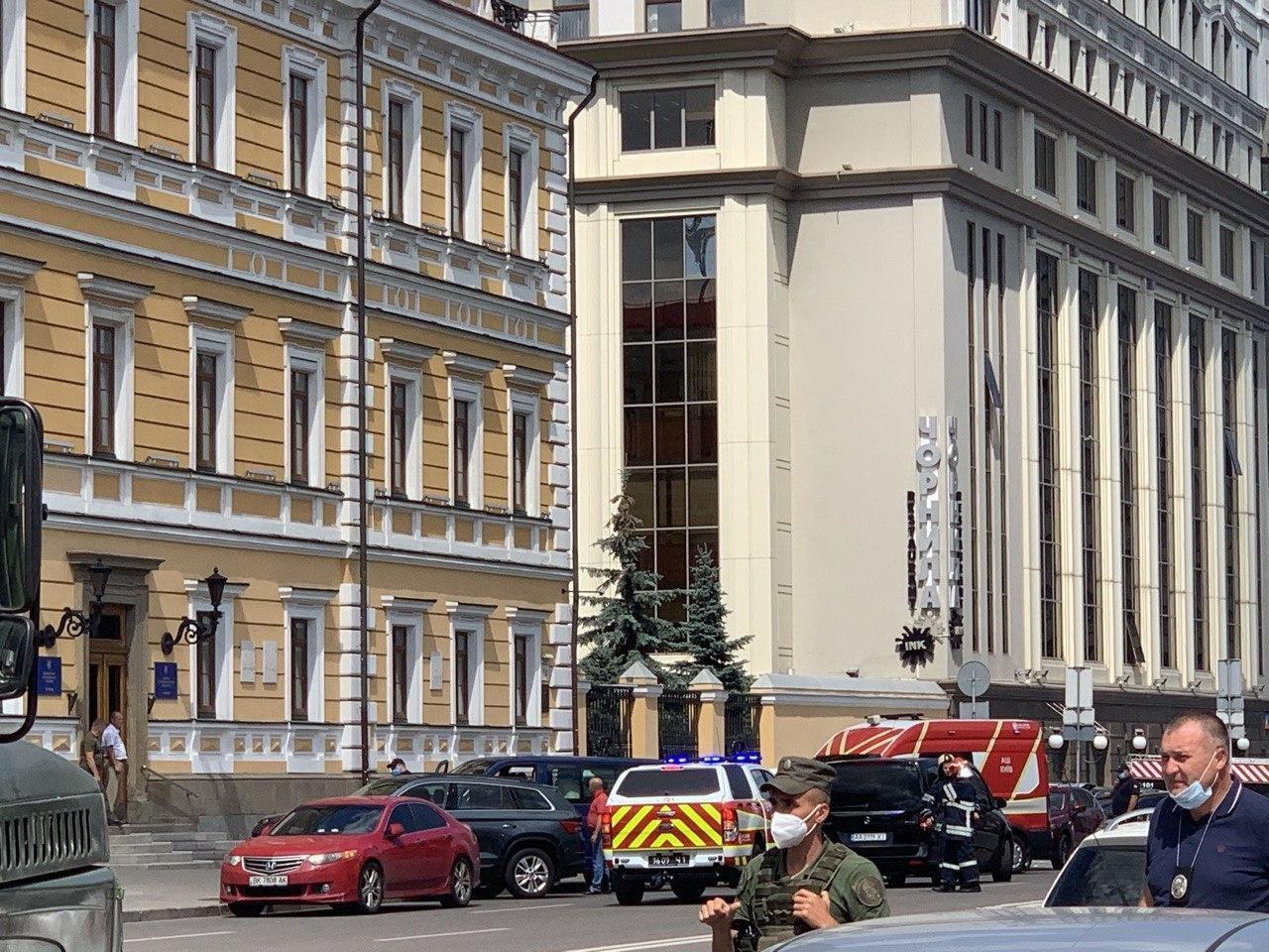 Первые кадры сместа захвата заложников вбанке Киева