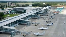 Видео: пассажирка прогулялась покрылу самолета ваэропорту Киева