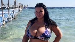«Горячие девчонки»: пышногрудая Рима Пенджиева предложила сравнить еессестрой