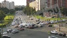 «Скорая помощь» ивнедорожник столкнулись вНевском районе Петербурга