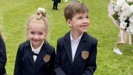 Дети Галкина иПугачевой рассказали обучебе впервом классе— видео