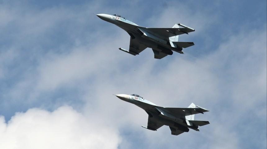 Восемь российских истребителей подняли наперехват бомбардировщиков ВВС США