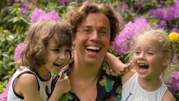 Максим Галкин понял собственных родителей, когда отдал детей впервый класс