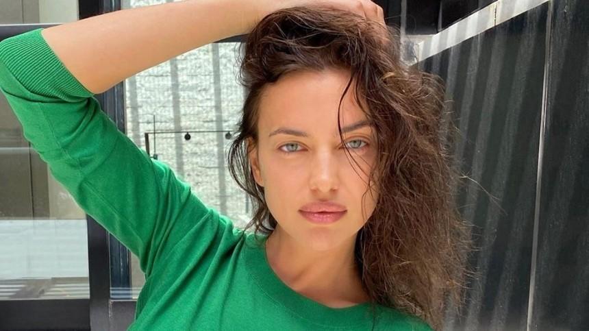 «Горячая девочка из90-х»: Ирина Шейк ввязаном боди задала новый осенний тренд