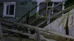 Многоквартирный деревянный дом частично обрушился вСалехарде