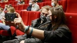 Театры икинозалы открылись вПетербурге. Зрителей ждут знаковые премьеры