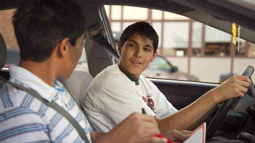 ВГосдуме предложили разрешить управление автомобилем с16 лет
