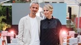«Нас двое»: Собчак трогательно поздравила Богомолова сгодовщиной свадьбы