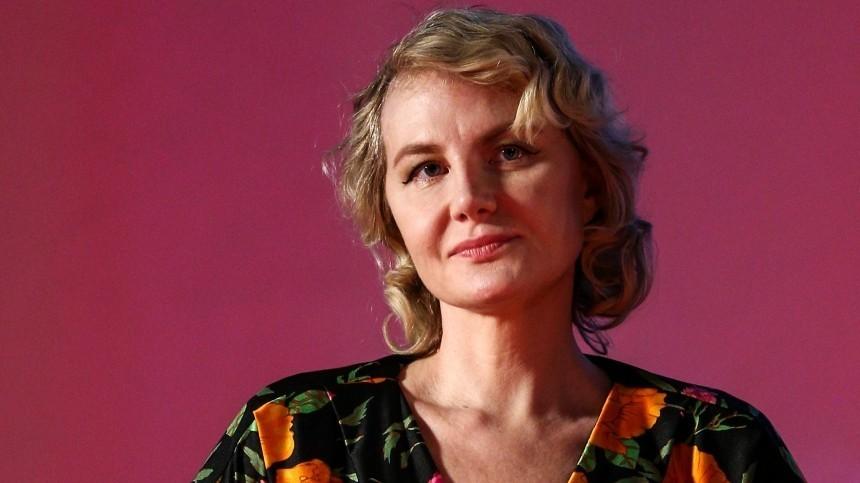 Рената Литвинова вжемчугах назвала свой способ борьбы скоронавирусом