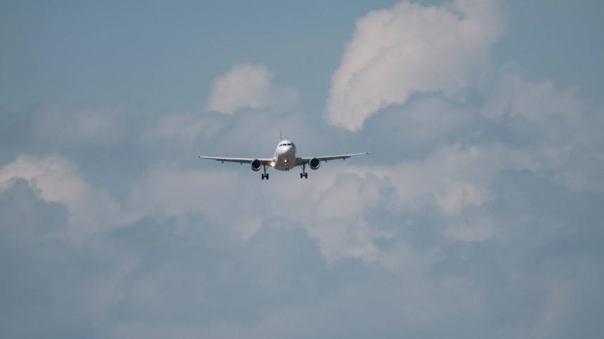 Самолет изПетербурга подал сигнал тревоги перед посадкой вКазани