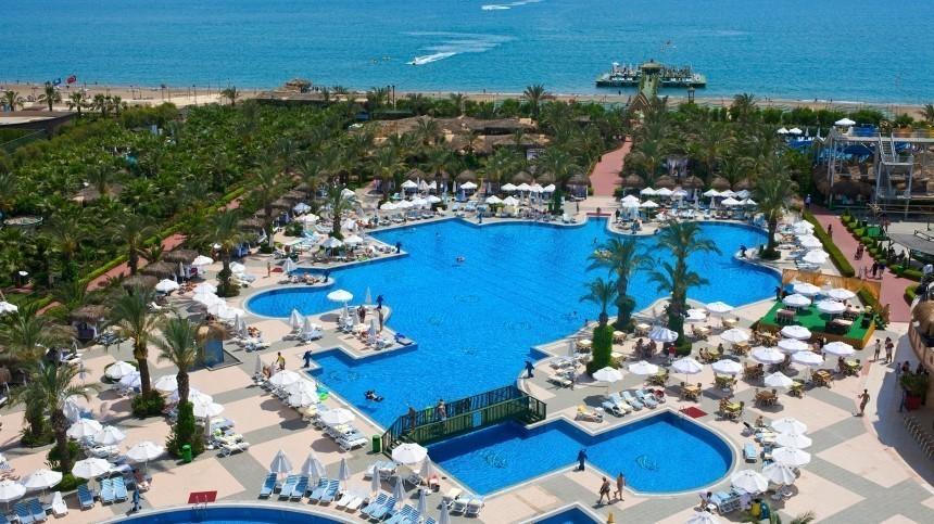 Русские туристки избили тапками медсестру вдорогом отеле Турции