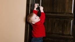 Как общаться сзакрывшимся вквартире ребенком? —рекомендации спасателя
