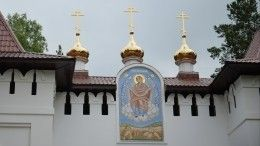 Прихожане захваченного Среднеуральского женского монастыря непустили внутрь комиссию епархии Екатеринбурга