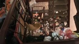ВПетербурге взаваленной под потолок мусором квартире ищут пропавших хозяев