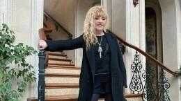 Пугачева выбрала кдню рождения близнецов короткое черное платье