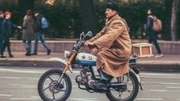 Двойная жизнь: Как мастер поремонту мотоциклов стал почтальоном Печкиным
