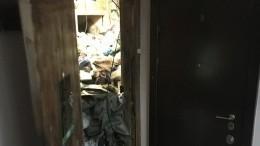Идем назапах: взаваленной мусором петербургской квартире рабочие боятся найти еще одно тело