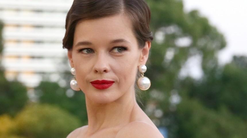 «Лара Крофт»: Екатерина Шпица влатексном платье «оторвалась» накрасной дорожке «Кинотавра»