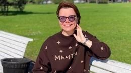 «Как сновой сумочкой»: пользователей возмутило идиллическое фото жены Петросяна сколяской