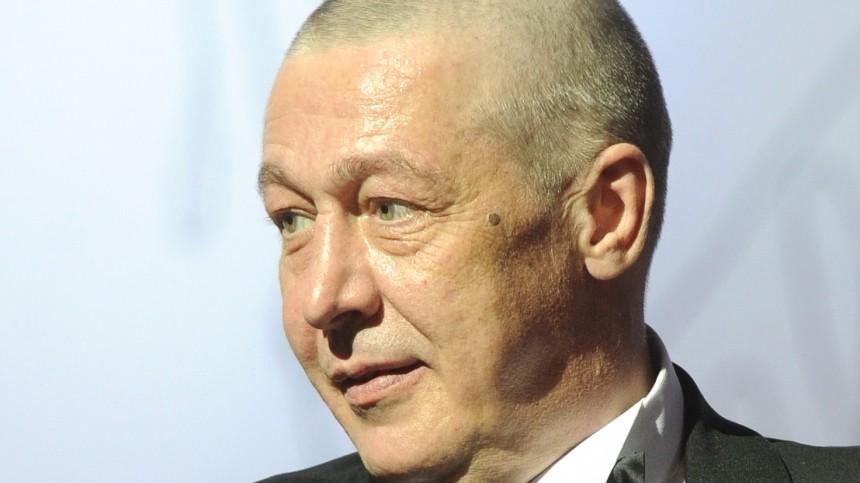 Михаил Ефремов постригся почти наголо вСИЗО