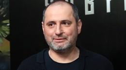 Кадры госпитализации режиссера Алексея Попогребского спробитой головой